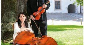 Koncert Miloše Černého (housle) a Evy Sašinkové (kontrabas) v Trhových Svinech