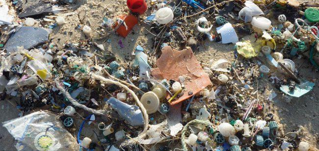 Miliarda dolarů půjde na boj proti plastovému odpadu v Asii
