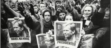 Výstavy: Listopad 1989 v pražských ulicích a Praha 1989 – cesta ke svobodě